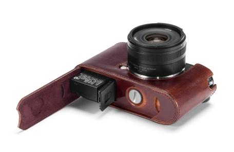19301_Leica CL_19525_Protektor-braun_Bottom_offen_Final_iso300_RGB